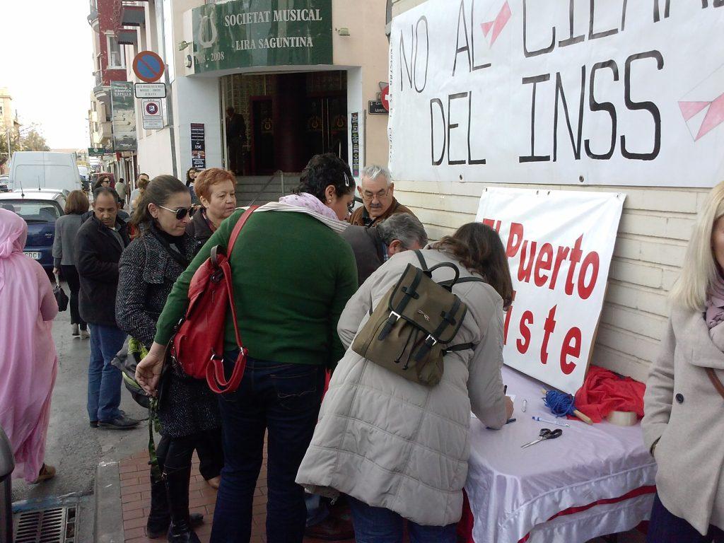 Vecinos de Sagunto y Porteños que se desplazaron hasta allí apoyaron la reapertura del INSS en El Puerto