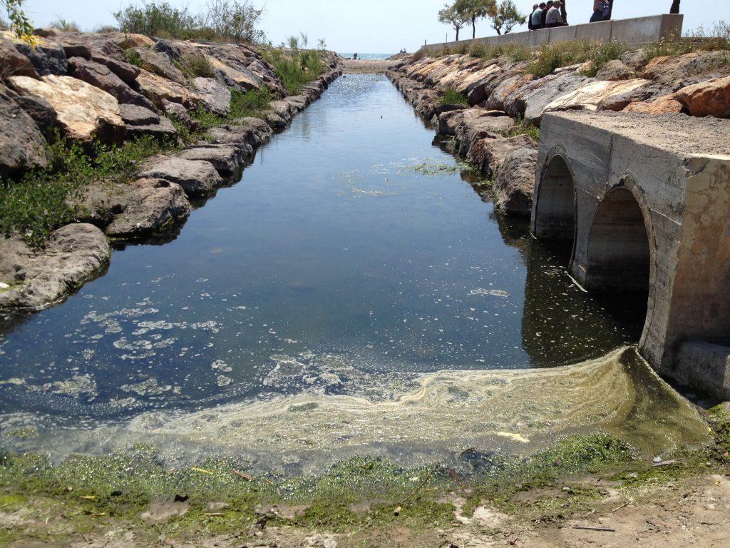Imagen del colector con agua estancada