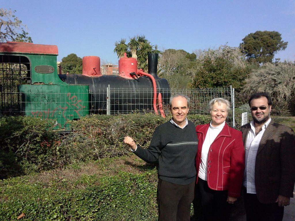 El concejal Sergio Paz, La Presidenta de Iniciativa Porteña y el ahora concejal Juan Guillén visitando la locomotora en Viveros en el año 2013