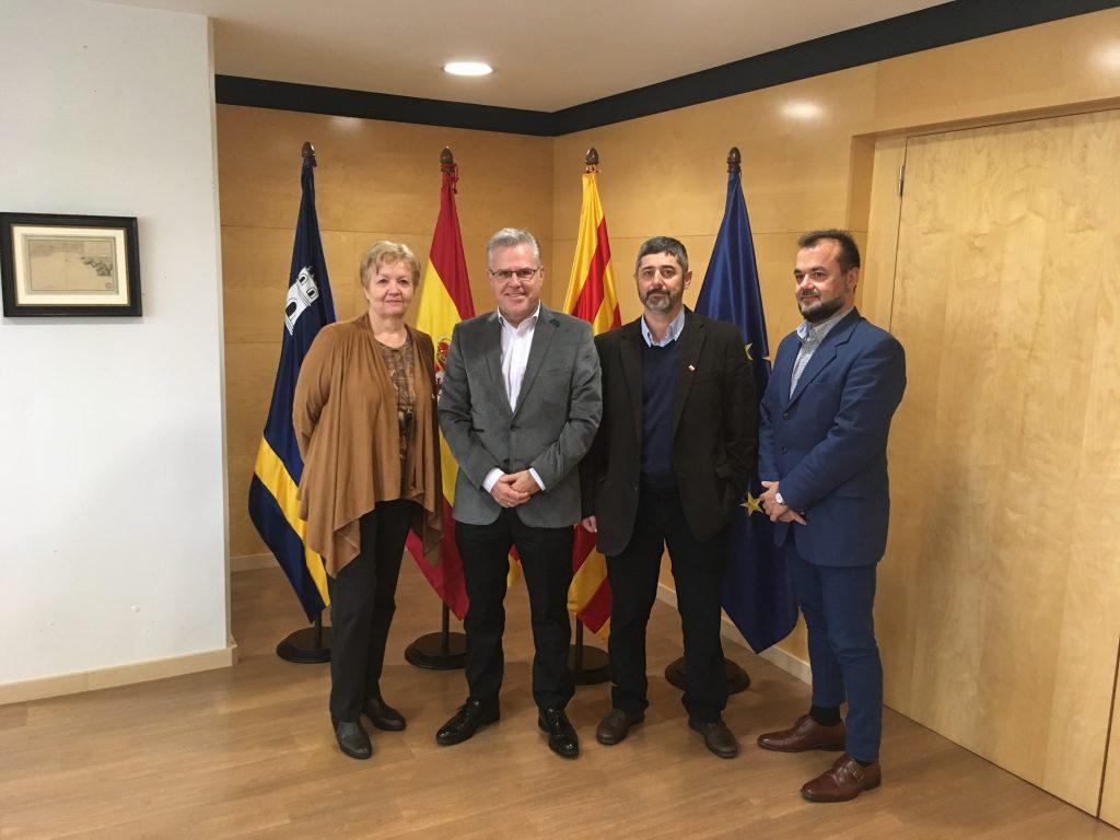 Pilar Berná, Manuel González y Juan Guillén junto al alcalde de Salou, Pere Granados.